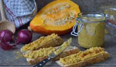 Für alle, die es vegan mögen, empfehlen wir unseren fruchtig-herzhaften und veganen Kürbis-Linsen-Aufstrich mit Zitrone und Zwiebel