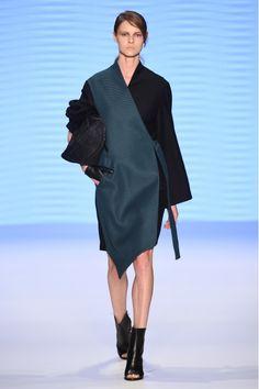 Tuba Ergin Tara Kimono ile tarzını ve şıklığını tamamla, modayı keşfet. Birbirinden güzel Kimono modelleri Lidyana.com'da!