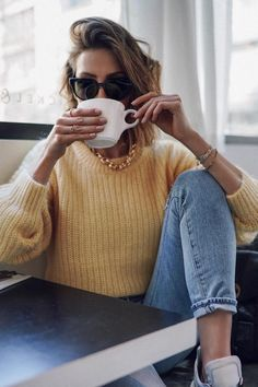 Simple Denim Outfits You Can Copy Now Simple everyday outfit. Yellow sweater, blue jeans and chunky gold jewelry. Yellow sweater, blue jeans and chunky gold jewelry. Outfit Jeans, Denim Outfits, Casual Outfits, Fashion Outfits, Fashion Trends, Women's Casual, Classy Outfits, Denim Fashion, Work Outfits