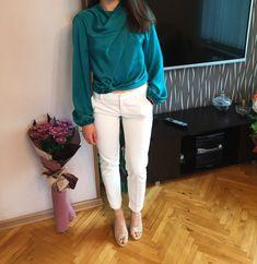 #Classy #Elegant #fashion #style #stylish White Jeans, Capri Pants, Classy, Elegant, Stylish, Fashion, Capri Trousers, Moda, Chic