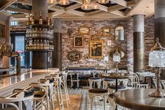 Cluny Bistro & Boulangerie, The Distillery District, Toronto. Interior design by Studio Munge. Bistro Restaurant, Industrial Restaurant, Cafe Bistro, Bistro Design, Pub Design, Modern Design, Restaurant Interior Design, Cafe Interior, Cozy Cafe