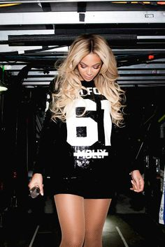 Beyonce wears alot of shiny clothes. Beyonce Knowles Carter, Beyonce And Jay Z, Blue Ivy Carter, Divas, Beyonce Style, Mrs Carter, Queen B, Thug Life, Girl Swag