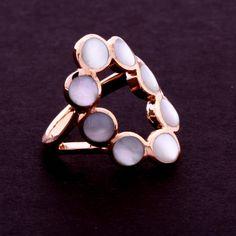 Anel madre pérola em círculos juntos. Clique na imagem para comprar ou acesse www.gifto.net.br
