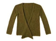 Einfach glatt rechts gearbeitet und lässig gebunden wird die Strickjacke ohne Knöpfe. Stricken Sie sich eine Jacke als Begleiter für Kleider im Herbst.