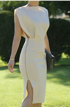 The Mighty Aphrodite Dress - Sleeveless - Plain - Above the knee MATERIALS&CARE Care instructions: Dry clean / Do not bleach / Hand wash / Low iron Few Moda Dresses Elegant Outfit, Classy Dress, Classy Outfits, Stylish Outfits, Elegant Dresses Classy, Classic Dresses, Mode Outfits, Dress Outfits, Casual Dresses