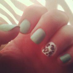 Mint nails and leopard print! Love!