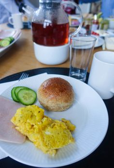 marenerdvik – Oppskrift: Grove rundstykker Cornbread, Food And Drink, Snacks, Ethnic Recipes, Millet Bread, Appetizers, Corn Bread, Treats, Sweet Cornbread