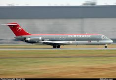 Northwest Airlines Douglas DC-9-32  http://www.airlinefan.com/airline-photos/Northwest-Airlines/Douglas/DC-9-30/N610NW/1965414/