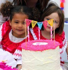 Idée déco gâteau d'anniversaire. #décoration #gâteau #anniversaire #thème #mexique #mexicain #mexican #party #cake #birthday #fiesta #anniversaire #papelpicado #papel #picado #banner