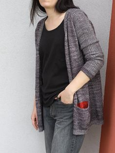 Impromptu is a top-down, seamless cardigan with V-neck and pockets. Worked with a fingering weight yarn it can be the perfect cardigan on the chilly nights of the end of Summer. The construction is very interesting: the sleeves and the body are worked in different colours but intarsia technique or seaming are not required. We start the work with the sleeves: they are worked top-down from the triangle shaped shoulder parts to the cuffs. After the sleeves are complete stitches are picked up…