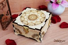 Mandala wooden box  #chibipyro #artisan #craft #shop #leather #wood #woodburning #fire #fan #art #artisan #craft #handmade #etsy #shop #pyro #pyrography #burn #burning #fire #drawing #woodburner #cork #recycled #purse #comb #hairbrush #note #book #sketch #tobacco #pouch #bookmark #pochette #box #pencil #case #pendant #keychain #fox #cat #animal #kawaii