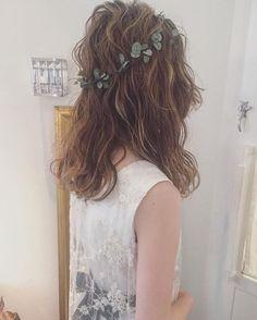 ゆるく巻いてウェットにしてダウンスタイルも ・ ・ ・ #ブライダルヘア #ウェディングドレス #プレ花嫁 #hair #updo #wedding #weddingdress