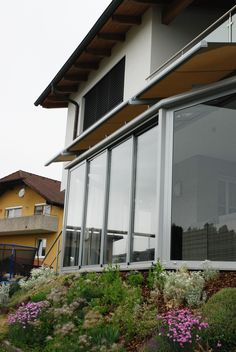 Wintergarten Alu Pultdach unter Balkon mit Wintergartenmarkise Conservatory aluminum pent roof under balcony with conservatory awning The post Conservatory aluminum pent roof under balcony with conservatory awning appeared first on Leanna Toothaker. Conservatory, Balcony, Windows, Outdoor Decor, Home Decor, Long Down Coat, Womens Fashion, Modern Pool House, Glass Roof