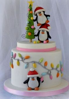60 Easy Christmas Cake Decoration Ideas - Cakes and Cupcakes - Kuchen Christmas Cake Designs, Christmas Cake Decorations, Christmas Cupcakes, Christmas Sweets, Holiday Cakes, Christmas Cooking, Xmas Cakes, Fondant Christmas Cake, Christmas Lights