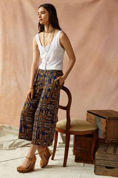 Cartonnier Sampa Culottes would also be great for Vacation in the Warm Southern Weather......I adore the whole attire that the woman is wearing!