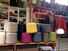 Im Atelier #Impression #wool #knitting #stricken #Wolle #Farben #Inspiration #Impressionen #Garn #Handarbeit #Atelier #Einrichtung #Landhausstil #Pullover #Schal #Wintergarten Shoe Rack, Throw Pillows, Bed, Inspiration, Atelier, Sweater Scarf, Winter Garden, Cottage Chic, Wool