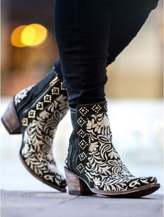 Embroider me pretty! Wink boots from Old Gringo