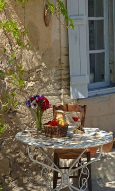 French country style- I see a glass of Rose too- perfection!