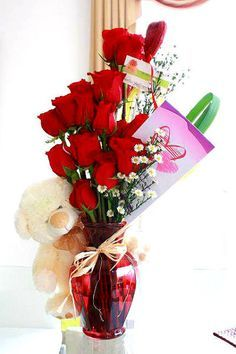 Lovely Roses In Christmas To tell the most special person how much you Roses + Teddy + Special Card) Valentine Bouquet, Valentines Flowers, Valentines Day Decorations, Valentine Flower Arrangements, Modern Flower Arrangements, Valentine Baskets, Valentine Gifts, Valentine Nails, Valentine Ideas