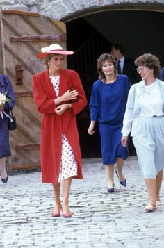 5 June Princess Diana Visits The International Deaf Youth Rally, UWC Atlantic College, South Glamorgan, Wales. Royal Princess, Prince And Princess, Princess Charlotte, Princess Of Wales, Princess Diana Fashion, Princess Diana Pictures, Lady Spencer, Diana Spencer, Princesa Diana