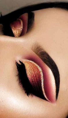 6 Alluring Christmas Eye Makeup Tips to Try This Year . - Make up is necessary - 6 Alluring Christmas Eye Makeup Tips to Try This Year . 6 Alluring Christmas Eye Makeup Tips to Try This Year Makeup Eye Looks, Eye Makeup Art, Beautiful Eye Makeup, Eye Makeup Tips, Makeup Tricks, Cute Makeup, Makeup Kit, Makeup Inspo, Eyeshadow Makeup