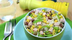 Ensalada de arroz basmati con pavo, pimiento verde, maíz y pistachos