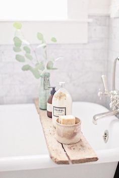 Home Interior Simple Best Picture For Beauty Routine videos For Your Taste You are looking for something, and it is going to tell you exactly what you Diy Bathroom, Bathroom Styling, Freestanding Bathroom Storage, Bathroom Trays, Bathroom Ideas, Bathtub Tray, Modern Bathroom, Interior Simple, Home Interior