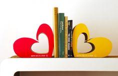 Muebles de Cartón – AGATHA RUIZ DE LA PRADA #cardboard #bookstand