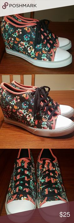 """SO Floral Canvas Wedge Tie Sneaker Cute floral print on black background, 3"""" covered wedge heel with sneaker bottom in overall good condition, white toes  and canvas uppers are clean some wear on back bottom and bottoms , see pics. SO Shoes"""