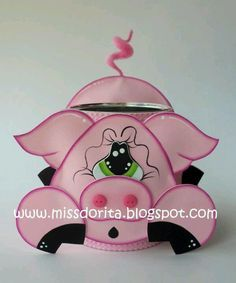 "Este pink hermoso lo utilizo para bote de basura con un letrero q dice ""soy puerco pero no toscudo """" y se vende muchisimo 3d Paper Crafts, Foam Crafts, Diy Crafts, Kids Punch, Crafts For Kids, Arts And Crafts, Fondant Cake Toppers, Bazaar Ideas, Punch Art"