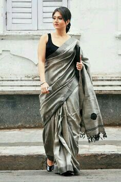 Love the saree Indian Look, Indian Ethnic Wear, Ethnic Fashion, Indian Fashion, Indian Dresses, Indian Outfits, Moda Indiana, Beauty And Fashion, My Beauty