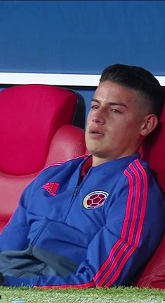 James after Colombia was eliminated from the FIFA world cup russia 2018 Real Madrid Team, Ronaldo Real Madrid, Football Boys, Football Match, Venice Beach, Everton, Fifa, James Rodriguez Colombia, James Rodrigues