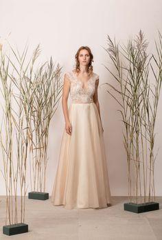 Rochie de mireasă a-line simplă, nude din mătase cu dantelă Bridesmaid Dresses, Wedding Dresses, Couture, Collection, Fashion, Bridesmade Dresses, Bride Dresses, Moda, Bridal Gowns