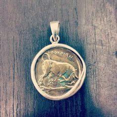 Copia de moneda antigua en bronce y montaje a mano, estilo antiguo. CRUZ