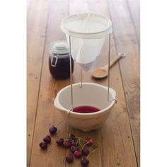 Simple and easy to use jam straining kit, perfect for straining preserves and removing pips and seeds from fruit to make clear home made jams and jellies.