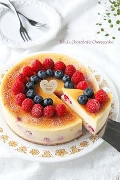 Rich berry white chocolate New York cheese cake 리치 베리 화이트초콜릿 뉴욕 치즈케이크 Japanese Cake, Japanese Sweets, Sweets Recipes, Cake Recipes, Making Sweets, Buttercream Cupcakes, Sweets Cake, Pastry Cake, No Bake Treats