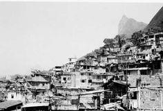 Favelas no Rio de Janeiro: nascimento, expansão, remoção e, agora, exclusão através de muros