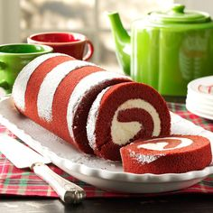 Red Velvet Cake Roll - The 3 C's.Cheesecake & more - Red Velvet Cake Roll - The 3 C's. Christmas Buffet, Christmas Desserts, Christmas Baking, Christmas Cakes, Xmas Food, Christmas Goodies, Holiday Baking, Christmas Treats, Holiday Treats