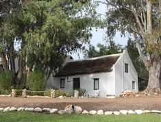 Pepper Tree Cottage - Selfsorg akkommodasie in McGregor. Scottish Cottages, English Country Cottages, English Farmhouse, Old Houses, Farm Houses, Pepper Tree, Old Cottage, Old Barns, Canada Travel