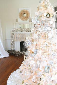 ☆ White Christmas Wonderland ☆ - Futura Home Decorating White Christmas Trees, Beautiful Christmas Trees, Noel Christmas, Merry Little Christmas, Pink Christmas, Christmas Tree Decorations, White Trees, Xmas Tree, Christmas Greetings