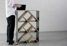 Criada por Gautier Pelegrin e Vincent Taïani, do Noon Studio, Steel Stool é uma banqueta minimalista de aço e madeira, feita à mão em edição limitada.