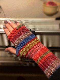 fingerlose Handstulpen mit Daumenzwickel *Anleitung für Strickmaschine / Pfaff Duomatic*