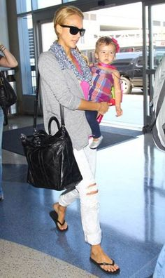 7df42e4c52c9 Jessica Alba wearing J Brand 912 Low-Rise Pencil Leg Jeans in Zombie