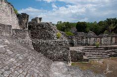Mexico maya ruins Kohunlich, federal state Quintana Roo - Mexico Maya Ruinen von Kohunlich, liegt an der Grenze zu Belize im dichten tropischen Dschungel und wurde als Tempel der Masken bekannt (über 2m hohe Stuckmasken) - photo Jana Bath 2011