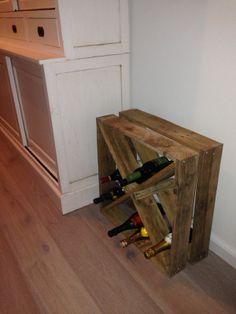 Landelijk vierkant wijnrek gemaakt van pallethout. Bestel hem nu via info@alshetmaarvanhoutis.nl