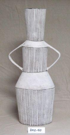 Best Ceramics Tips : – Picture : – Description Louise Gelderblom -Read More – Ceramic Pots, Glass Ceramic, Ceramic Clay, Ceramic Pottery, Slab Pottery, Arte Yin Yang, Keramik Vase, Ceramic Techniques, Sgraffito