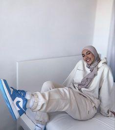 Modest Fashion Hijab, Modern Hijab Fashion, Street Hijab Fashion, Modesty Fashion, Hijab Fashion Inspiration, Muslim Fashion, Mode Inspiration, Outfit Look, How To Pose