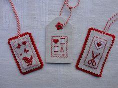 Steekjes & Kruisjes van Marijke: Labels van stof