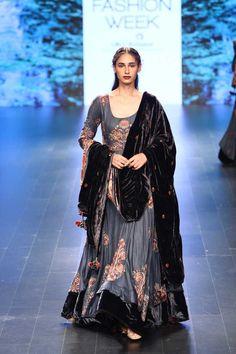 Lakme fashion week winter/festive vrisa desi couture i Indian Wedding Outfits, Pakistani Outfits, Indian Outfits, Lakme Fashion Week, India Fashion, Asian Fashion, High Fashion, Women's Fashion, Indian Attire