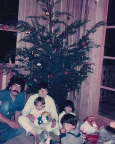 Happy Holidays from our family to yours!  #Throwback to our first Christmas in the Belmar house <3 #hotelbelmarturns30 #monteverde #christmas #family ------- Felices fiestas de nuestra familia a la suya! Recuerdos de nuestra primera Navidad en la casa Belmar. #HotelBelmarcumple30